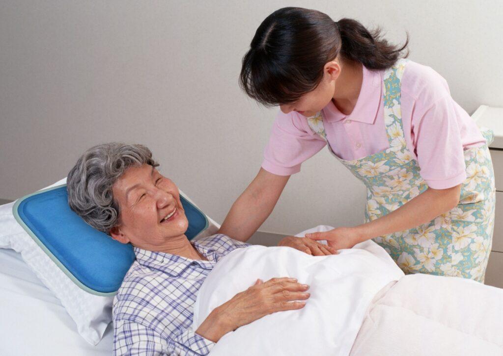 dịch vụ chăm sóc người bệnh quận 1