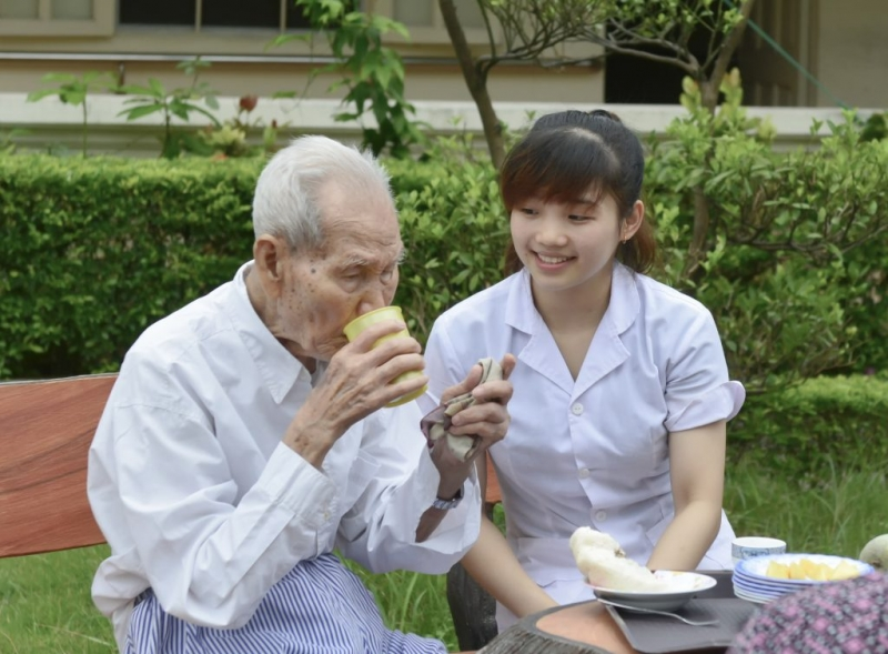 Dịch vụ tìm người chăm sóc người bệnh quận 2 uy tín