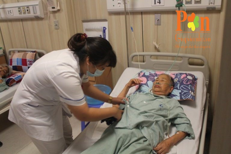 Dịch vụ chăm sóc người già quận 8 chuyên nghiệp