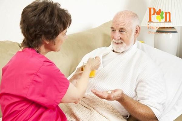 Dịch vụ chăm sóc người già quận 8 ăn ở lại hoặc theo giờ