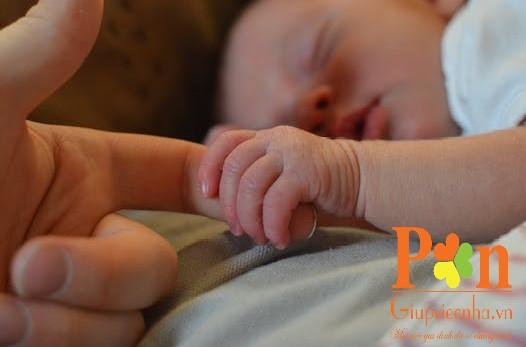 Dịch vụ giữ em bé quận Tân Bình ăn ở lại hoặc theo giờ