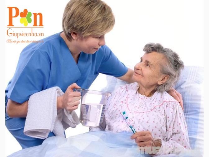 Dịch vụ chăm sóc người già tại bệnh viện uy tín
