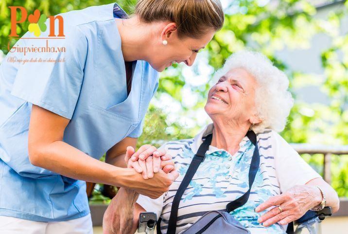 bảng giá chăm sóc người già tại nhà